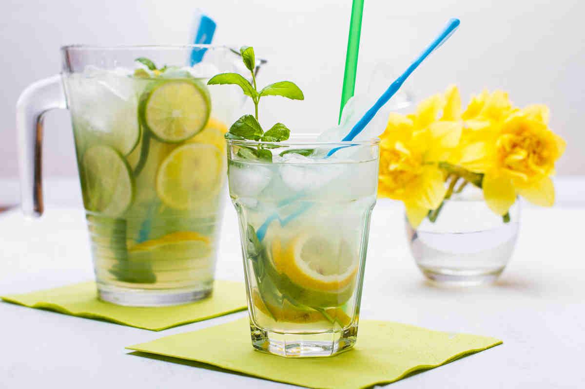 Jak sobie radzić z upałami napoje orzeźwiające